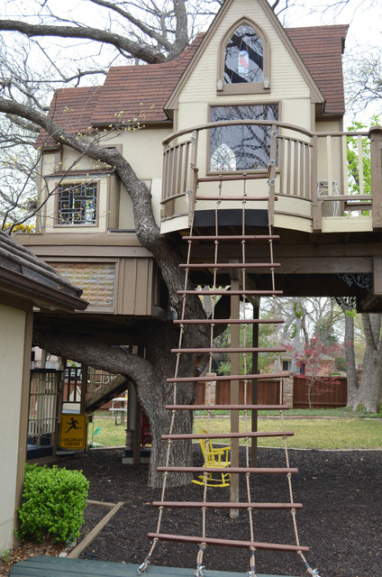 Interesting Two Floor Tree Houses To Live In Image