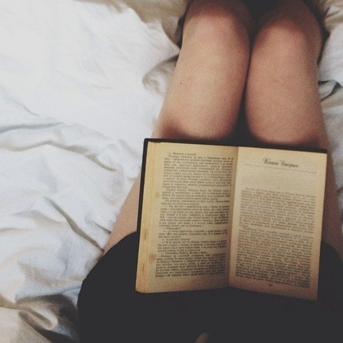 how to read in bed