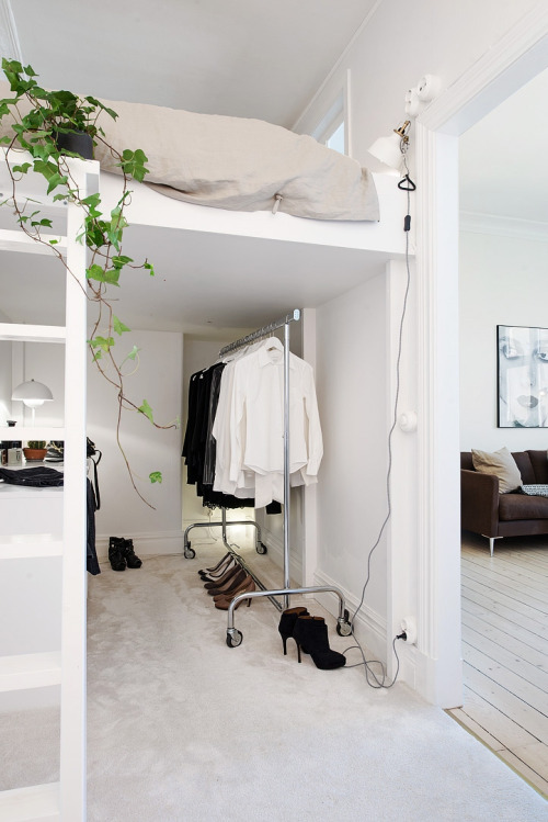 Bed clothes house life goals room tumblr white image 2927453 by lady d on for Wallpaper volwassen slaapkamer