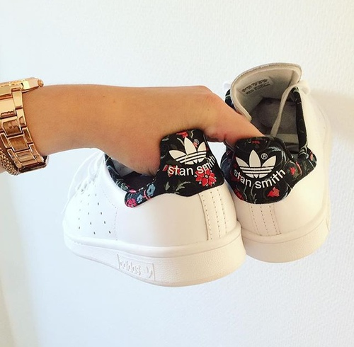 finest selection c0724 00c7f Adidas Stan Smith Flowers Sneakers