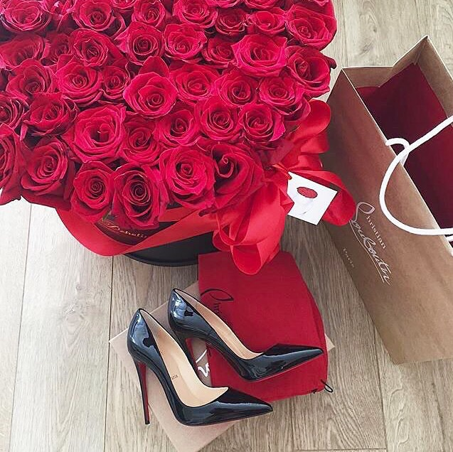 bouquet, cadeau, chaussure and christian