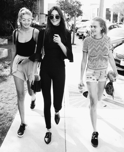 angels, cara delevinge, chanel, cool, fashion, friday, friends, girls, goals, justin, kendall jenner, kylie, laughing, mean girls, models, sunny, victoria secrets, view, walking, squad, 2016, gigi hadid
