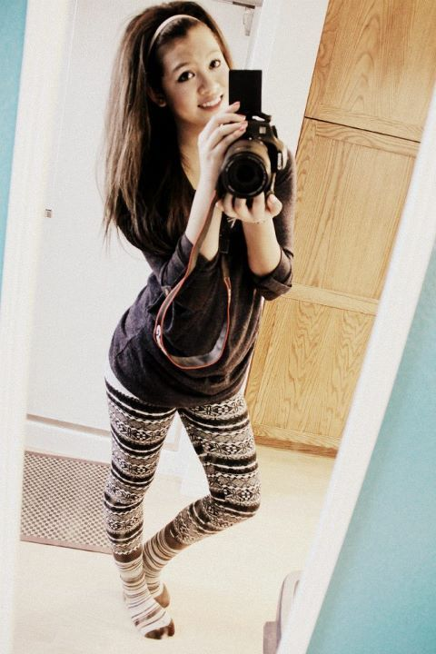 adorable, blue, camera, damn, girl, girls, hipster, hot, leggings, pretty, smile, striped, tan, tights, winter