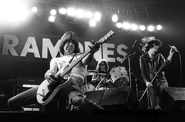 band, guitar, johnny ramone and live