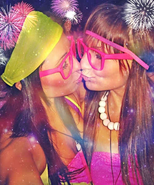 best friends, colors, dork glasses, fashion, fireworks, friends, girls kiss, hippie friends, hipster, kissing, neon, rave