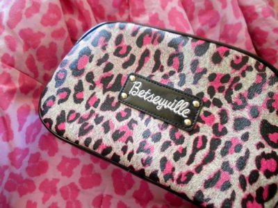 betsey johnson, box, braclets, cute, earrings, necjlaces, pink, pretty, shoppibg, store, zebra