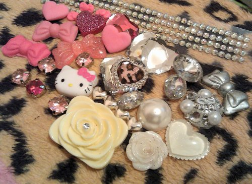 bows, decoden, hearts, hello kitty, pink, rhinestones, white