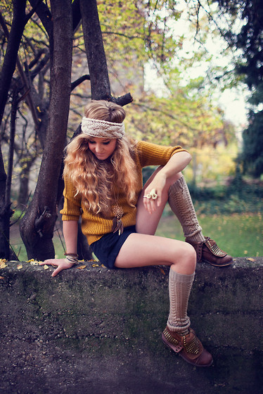 bracelets, combat boots, curls, headband, leg warmer