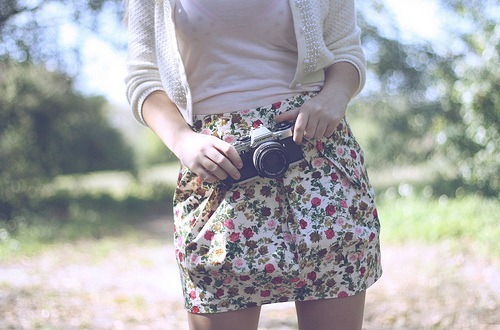 camera, floral, girl, saia, sueter