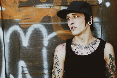 alternative, alternative boy, alternative guy, beautiful, beauty, boy, guy, hipster, inkd, inked, piercing, plug, plugs, pretty, tatoo, tattoo, tatuagem, tunnel