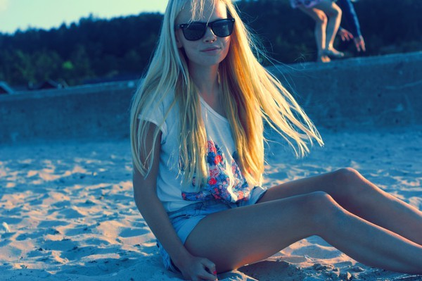 beach, black, blond, brwon, girl, gotland, hair, long hair, summer, summertime, sun, sunglasses, sunset
