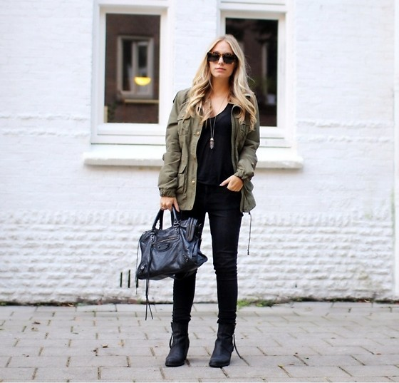 black bag, black blouse, black glasses, black heels, blonde