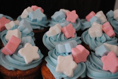 blue, blue buttercream, blue cream, cream, cupcakes, cute, food, marshmallows, pink, stars, white, yum