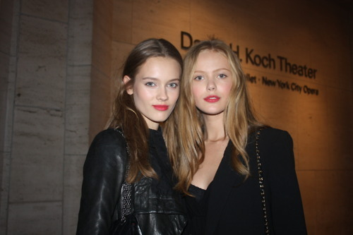 frida gustavsson, friends, models, models off duty, monika jagaciak, red lips
