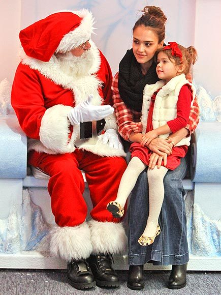 christmas, cute, dress, duaghter, family, girl, happy, honor, jessica, jessica aba, jessica alba, little girl, lovely, mom, momy, mother, red, santa, santa clause, smile, sweet
