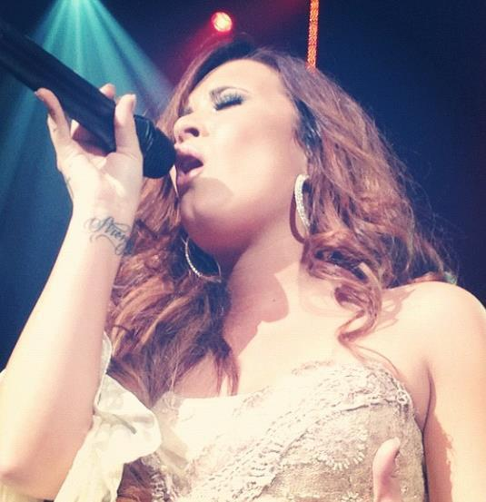 amazing, beautiful, brunette, concert, demi lovato, girl, live, music, singer, voice, white