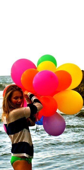 ballons, beach, beautiful, bikini, blonde, brunette, colourful, girl, green, hair, love, pink, pretty, summer, violet, yellow