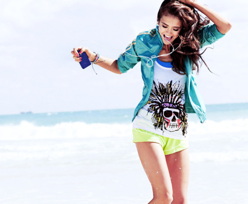 beach, beautiful, blue cardigan, elena, ipod, nina dobrev, pretty, woman