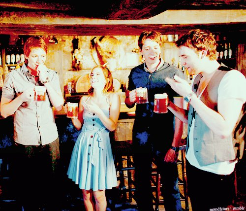 butterbeer, emma watson, harry potter, harry potter cast, james phelps, matthew lewis, oliver phelps, pub, weasleys