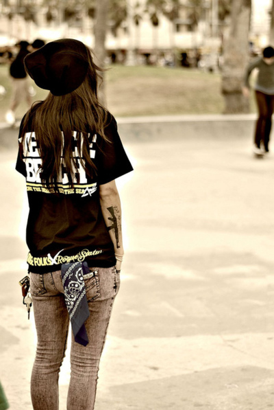 About you and me Fashion-girl-skate-street-style-Favim.com-257898