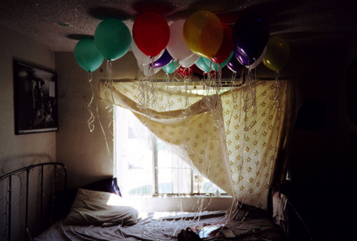 Balloons bedroom birthday image 267426 on for Bed decoration with balloons
