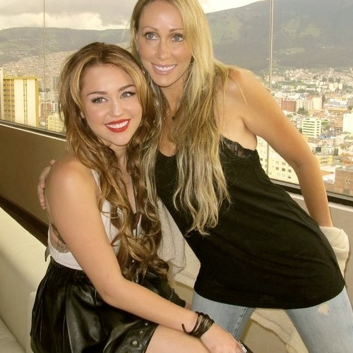 black, famous, interview, liam, liley, lips, love, meet and great, mexico, mick, miley cyrus, music, nick jonas, niley, red, sexy, sing, soundcheck, tish cyrus, white