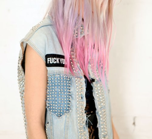 cabelo, cabelo colorido, cabelo rosa, colored hair, fuck you, giulialuisa, hair, jacket, jaqueta, jeans, pink hair, pink pastel hair