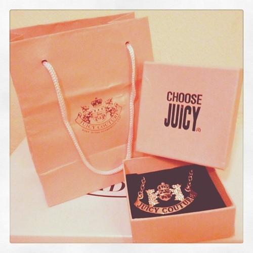 choose juicy, juicy, juicy couture and necklace