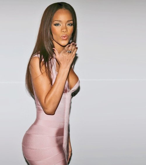dress, fashion, hair, hot, kiss, pink, rihanna, women