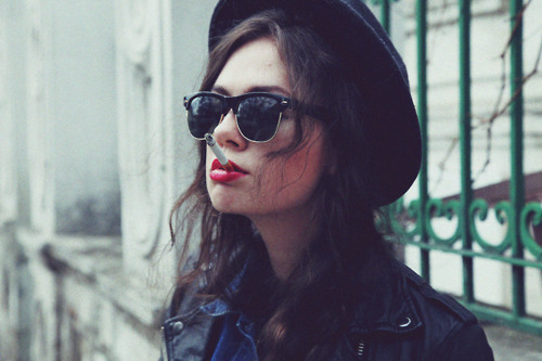 girl, hat, lips, sexy, smoke, sunglasses
