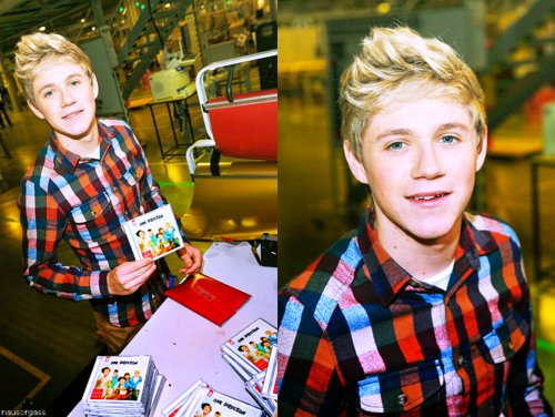 irish, irish boy, love u, love ya, niall, niall horan, one direction, photo, signing, up all night, wmyb