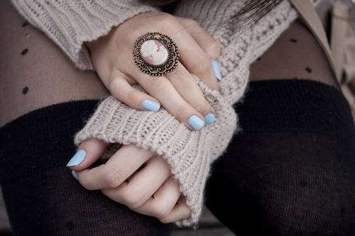acsessorize, arms, beautiful, black, blue, cameo, cool, cute, fashion, fersey, girl, hand, hands, hot, jumper, legs, nails, omg, pale, pantys, photography, pretty, ring, style, sweater, tights, turquoise, vintage, want, winter