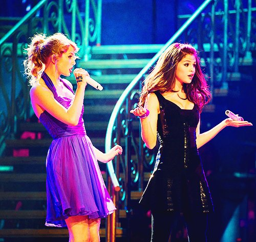 adorable, cute, dress, fashion, girls, iwasthere!, lights, pretty, selena gomez, sing, taylor swift