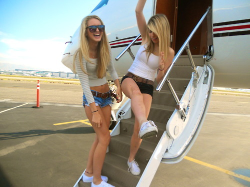airplane, blond, friends, girls, short, trip