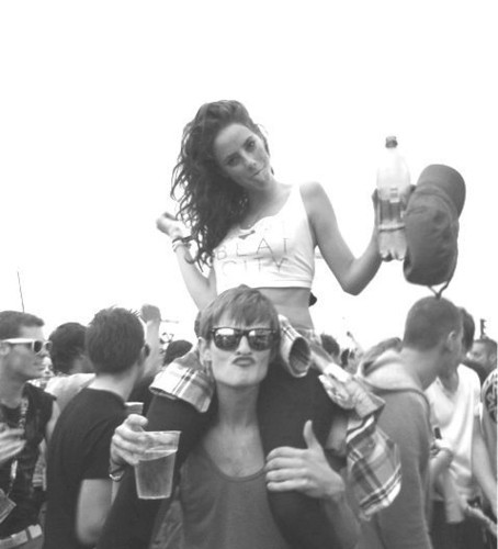 alcohol, beer, black & white, black and white, boy, couple, cute, drink, girl, happiness, happy, kaya scodelario, love, lovers, me and you, party