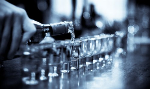 alcohol-black-and-white-party-vodka-Favi