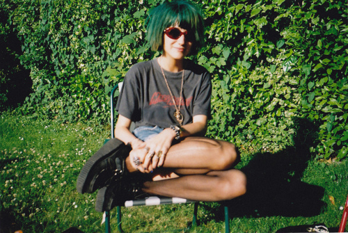 amazing, awesome, cool, cute, fashion, garden, girl, glasses, green hair, hair, hair color, hipster, lomo, pretty, psychedelic, punk, sun, vintage, yard