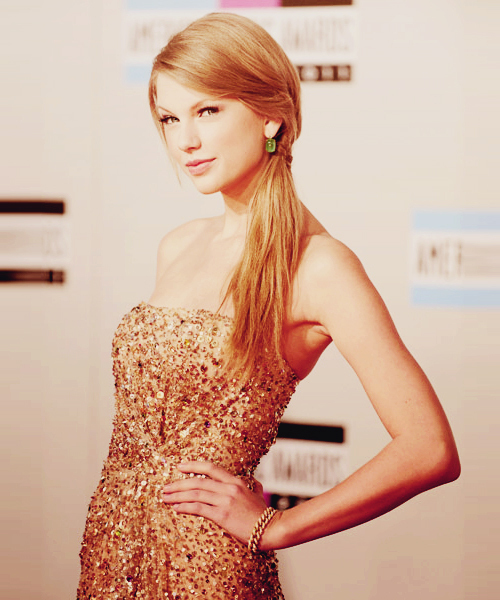 awards, beautiful, blonde, blonde hair, bracelet, bracelets, cute, dress, earrings, eyes, face, girl, glitter, glitters, gold, gold bracelet, gold dress, green, hair, hands, love, model, photography, pretty, sexy, sing, singer, smile, star, taylor swift