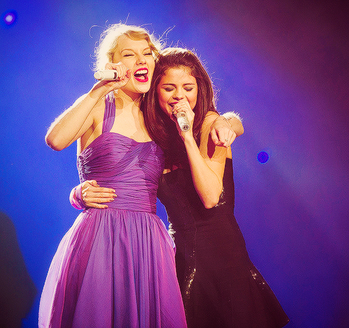 beauty, cute, girl, hug, pretty, selena gomez, speak now, taylor swift, taylor switf