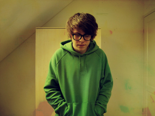 bedroom, blond, blonde, boy, cute, green, guy, hair, photography, pic, pics, wall