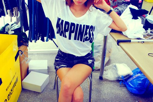 brunette, fashion, happiness, outfit, shirt, shorts, t-shirt, tan