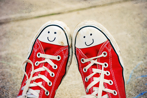 converse, cute, happy, happy face, mando, pretty, red, shoes, smile
