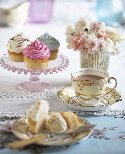 cool, cream, cup, cupcake, cupcakes, cute, delicate, delicious, dulce, fiori, flores, flowers, foto, frosting, lucy, nice, photo, photography, pink, separate with coma, strawberry, sweet, tea, tea time, vainilla, vajilla, vanilla, vintage, white