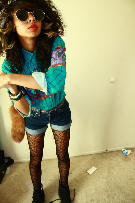 dope, fashion, fox, girl, glasses, lightning, lipstick, percing, plaid, red lips, retro, shorts, swagg, tail, vintage