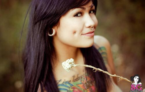 alternative, beautifull, black hair, body mods, girl