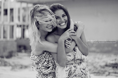 amigas, amizade, best friends, bff, black and white, blonde, brown, brunette, cute, fahsion, feel, fotografia, friend, friendship, girl, girls, grey, hair, happy, hold, hug, laugh, love, photo, photography, sister, smile, so cute