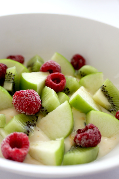 apple, food, fruit, green, healthy, manzana, red, strawberries, yum