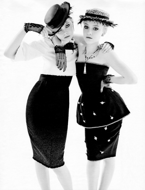 b&w, black and whie, chanel, dakota fanning, ella fanning