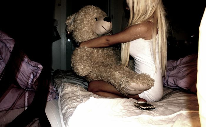 bear, bed, bleach blonde, girl, peddo bear