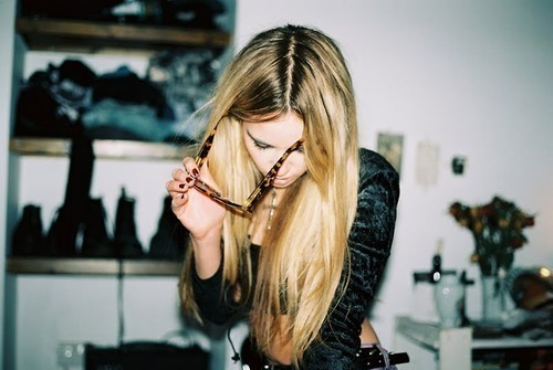 beautiful, bitches, blonde, bright, classy, dark roots, sexy, long hair, photography, shirt, light, sunglasses, glass, focus, girl, fashion, roots, hair